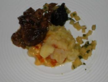 Lammgulasch mit schottischer Blutwurstkruste an Kartoffel-Steckrübenpüree - Rezept