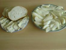 Blauschimmelkäse auf Toast mit Birnen - Rezept