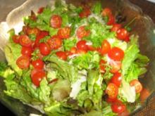 Eichblattsalat mit Cocktailtomaten, Radieschen und Sauce Vingrette - Rezept