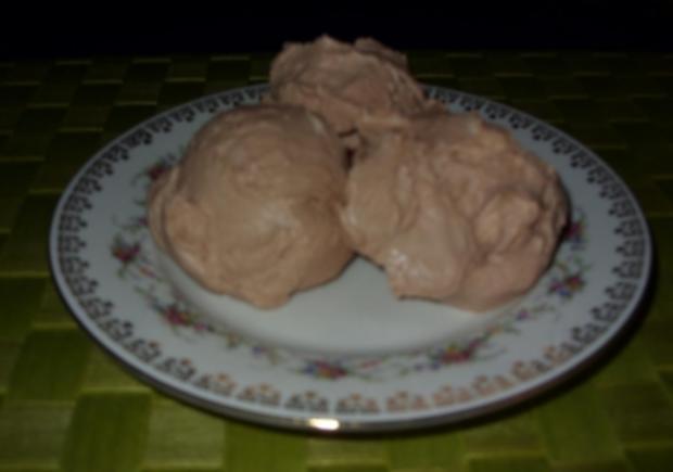 Joghurt-Sahne-Mousse Birne-Mandel-Eis - Rezept
