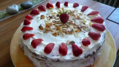 weltbeste Erdbeer-Marzipan-Joghurt-Torte - Rezept