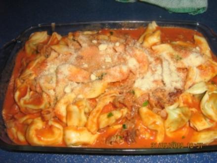 Tortellini mit Tomaten-Schinken Soße - Rezept