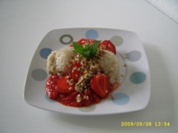 Erdbeeren auf Kokosreis mit Röstflocken - Rezept