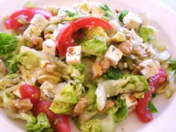 SALAT: Salat mit Walnuss-Vinaigrette und Feta - Rezept