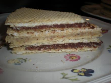 Oblaten-Torte mit schwarz-weißer Füllung - Rezept