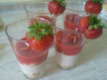 Yogurette-Creme mit Erdbeermus - Rezept