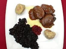 Traditionelle Gänsebrust mit bergischen Klößen und Advents-Blaukraut - Rezept