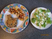 Koteletts mit Zwiebelkruste, dazu Thymiankartoffelspalten - Rezept