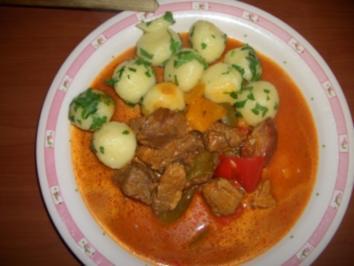 Ungarisches Gulasch mit Miniknödeln - Rezept