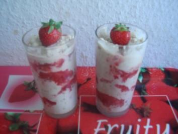 Bananeneis mit Erdbeeren - Rezept