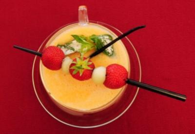 Geeiste Melonensuppe mit Fruchtspieß (Christina Surer) - Rezept