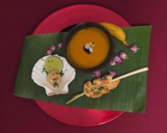 Asia-Kürbissuppe mit King Prawns und Jakobsmuscheln - Rezept