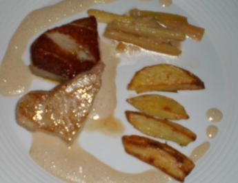 Tunfischsteak mit Rhabarber und Rosmarinkartoffeln - Rezept