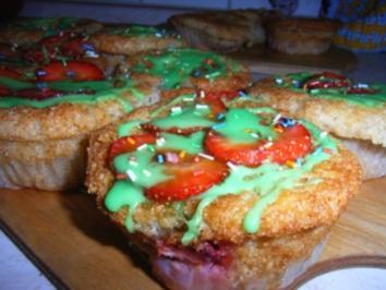 Erdbeeren-Grieß-Küchlein mit grün-rote Mütze - Rezept