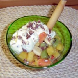 Obstsalat mit Joghurt-Vanillesahne - Rezept