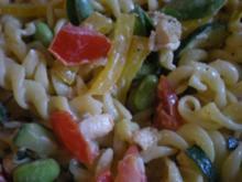 Nudel-Hühnchensalat mit kurz gebratenem Gemüse - Rezept