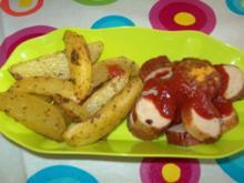 Currywurst mit Kartoffelspalten - Rezept