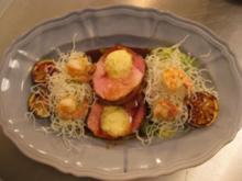 Hoisin-Schweinchen mit Chili-Zitronen, Ingwerbutter u. Spitzkohl-Selleriegemüse - Rezept