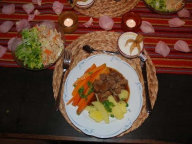 Gulasch : Gulasch mit Möhren und Kartoffeln - Rezept