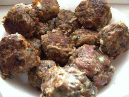 Fleisch-Kräuter-Käse-Bällchen - Rezept