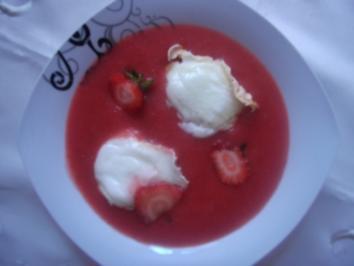 Schnee-Muffins in Erdbeersoße - Rezept