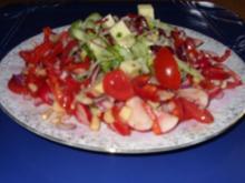 Bunte Salate auf einem Teller vereint - Rezept