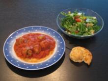 Parmesan-Hackbällchen mit Tomatensauce - Rezept