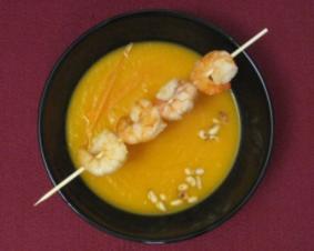 Karotten-Ingwer-Süppchen mit Garnelenspieß - Rezept