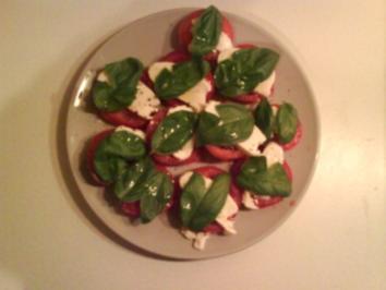 Salat: Mozzarella mit Tomaten - Rezept