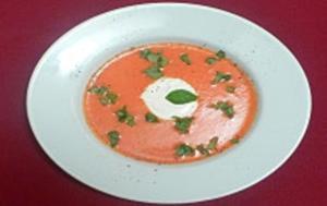 Kalte Tomatensuppe mit Ciabatta und Bärlauchbutter - Rezept