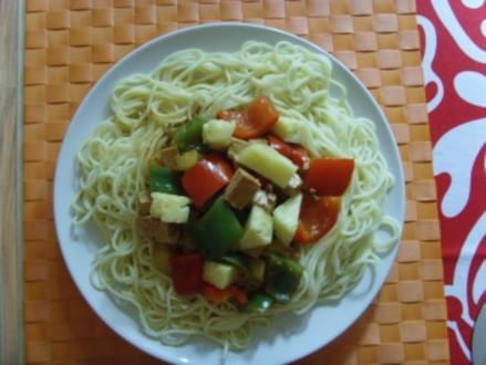 Tofu- Paprika- Ananas Mix auf Chinanudeln - Rezept