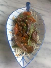 Rezept: Chinesische Bratnudeln mit Rindfleisch