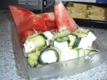 Zucchini-Schafkäse-Röllchen mit Melone - Rezept