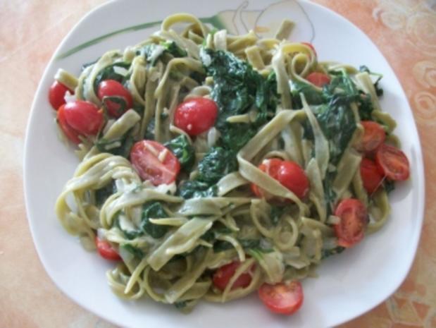 Grüne Nudeln mit Mozzarella - Rezept
