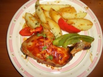 Hähnchenkeulen aus dem Backofen mit Kartoffeln und Paprikagemüse - Rezept