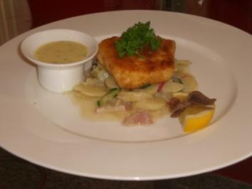 Backfisch mit Kartoffelsalat und Remoulade - Rezept