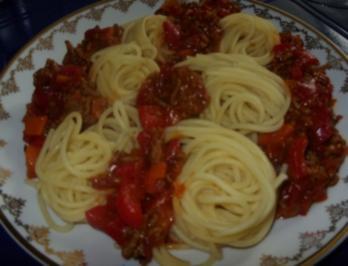 Spaghetti mit Gemüse-Hackfleisch-Soße - Rezept