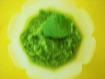 DIPS/SAUCEN: Basilikum-Pesto - Rezept