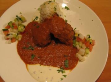 Murgh Makhani dazu Basmatireis mit Raita und ein Rettich-Gurken-Tomatem-Relish - Rezept