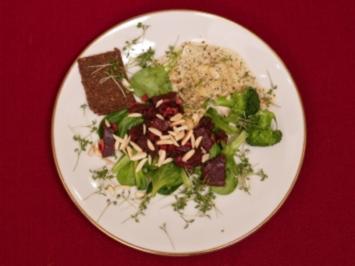 Rote Bete und Brokkoliröschen mit Mandelsoße auf Feldsalat (Petra Nadolny) - Rezept