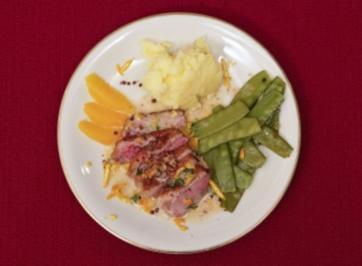 Entenbrust mit Orangen-Minz-Soße an Erbsenschoten mit Kartoffelmus (Petra Nadolny) - Rezept