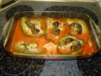 Gefüllte Paprika in Tomatensauce - Rezept