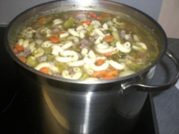 Kräftige Rindfleischsuppe mit Gemüse (mit Bild) - Rezept