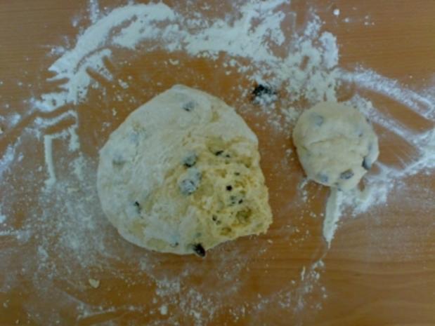 ** Brot & Brötchen ** Rosinenbrötchen - Rezept - Bild Nr. 2