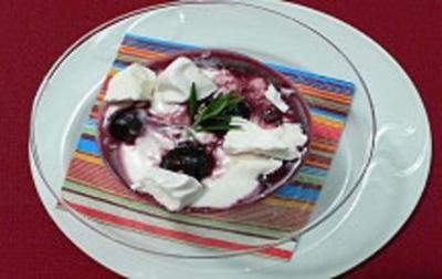 Rezept: Blaubeer-Joghurt-Creme mit Rosmarin und Baiserhaube