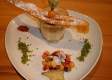 Croustillant von Bananen mit Mini-Kokos Crème brûlée und Salat von exotischen Früchten - Rezept