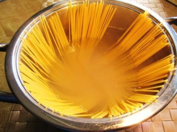 Spaghetti mit Sardellen, Oliven und Kapern - Rezept