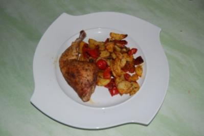 Knusprige Hähnchenschenkel mit Paprika und Kartoffeln - Rezept