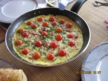 Herzhafte Eierpfanne mit Tomätchen - Rezept