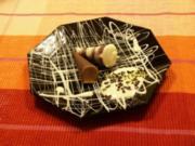 Braune und weiße Mousse au Chocolat mit schokolierten Erdbeeren - Rezept